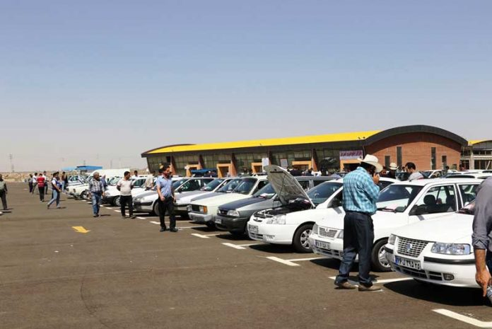 ثبات قیمت و رکود معاملات در بازار خودرو ادامه دارد.