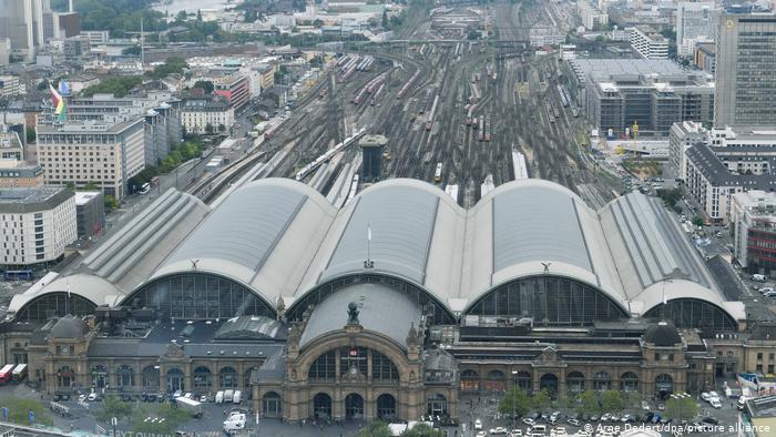 بزرگترین ایستگاه قطار جهان / عکس ایستگاه فرانکفورت آلمان