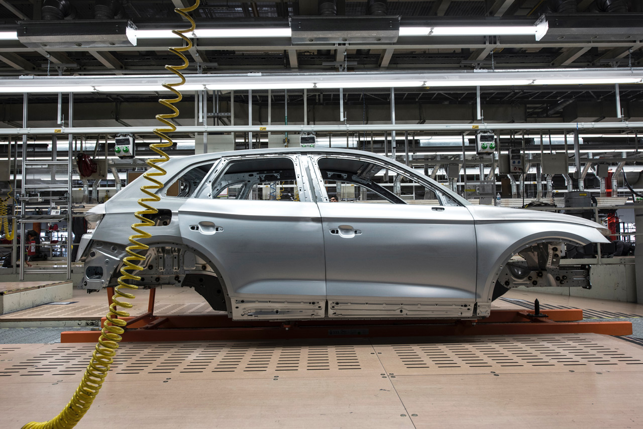 احتمال لغو تحریم ها و بازگشت خودروسازان خارجی همزمان با مذاکرات برجامی ایران، اروپا و آمریکا وجود دارد.