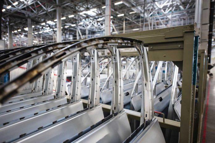 در پی ممنوعیت واردات خودرو، کسب و کار بسیاری از نمایندگیهای واردکننده تعطیل شد.