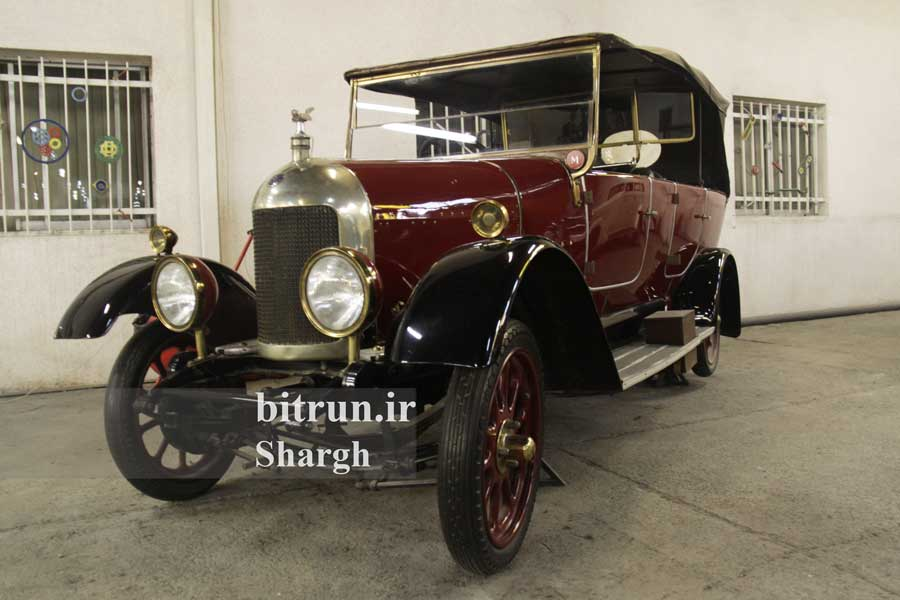 موزه خودرو ایران تهران خودرو موریس آکسفورد قرمز رنگ